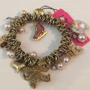 Betsey Johnson NWT Gold Bracelet